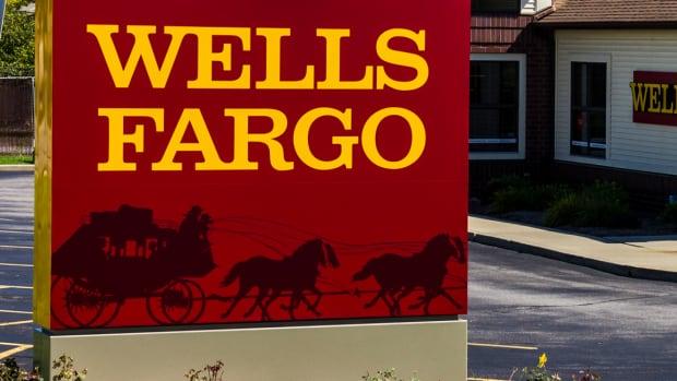 Who Should Be the Next Wells Fargo CEO? Jim Cramer Responds to Warren Buffett