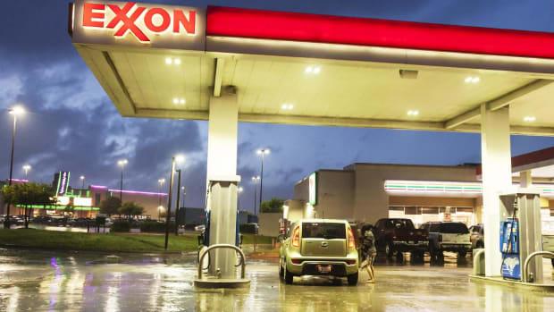 Jim Cramer: No Pain at the Pump for Consumers
