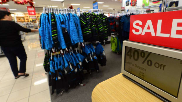 2 Tailwinds Could See Investors Shop for Retail Stocks in 2019