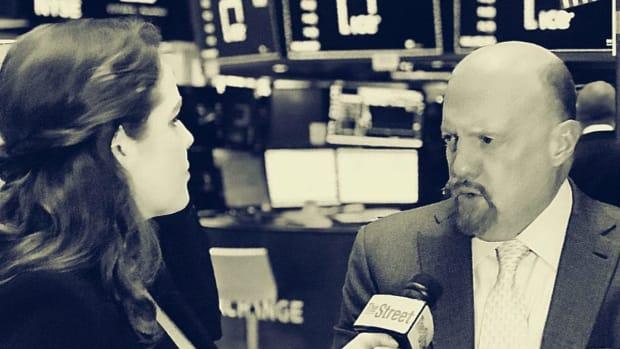 Jim Cramer Weighs In on GE, Warren Buffett and Wells Fargo and Pinterest