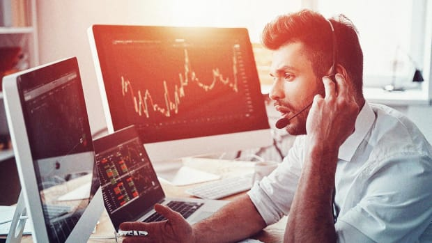 Jim Cramer: Pajama Traders Make Us All Look Stupid