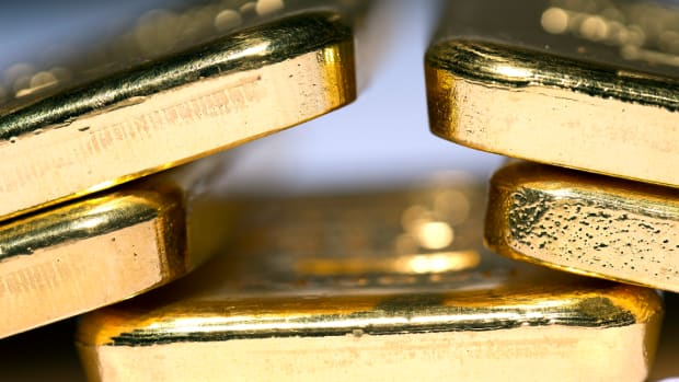 Wells Fargo Downshifts Gold View; Prices Could Drift Lower