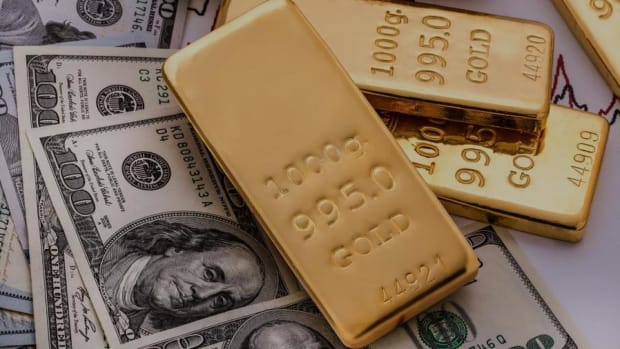 The Trajectory of Gold Prices Depends on the Strength of the Dollar