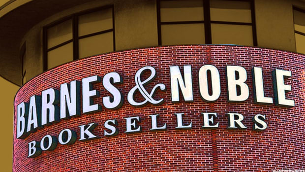 Amazon Could Finish off Barnes & Noble by Buying it