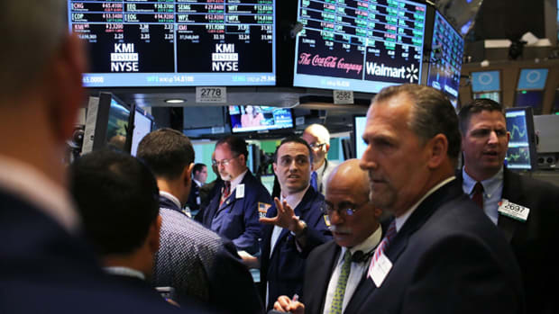 Stocks Under Pressure on Global Growth Woes