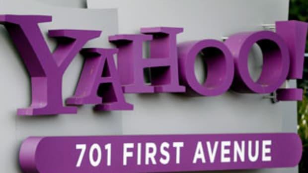 All Eyes on Yahoo Buyout, Not Earnings