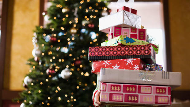 How to Shop for Gifts on Christmas Eve