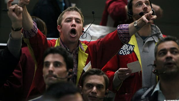 Dick's Sporting Goods (DKS) Stock Declines Pre-Market on Weak First Quarter SSS