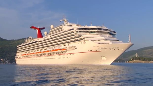 Carnival Cruise Vacationers Spend More Onboard, Profit Tops Estimates