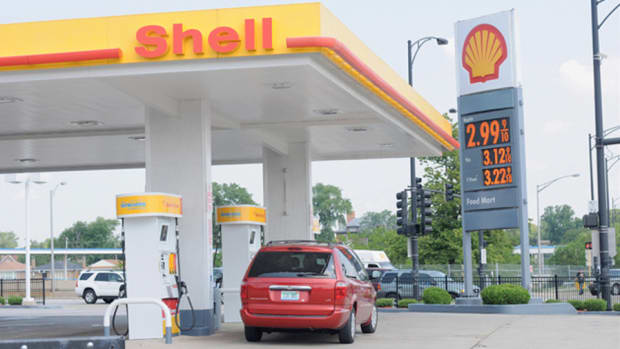 Jim Cramer Says Forgo Chevron and Exxon for Royal Dutch Shell