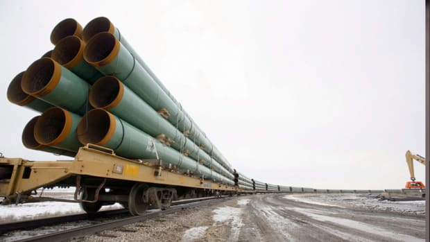 Supporters of Keystone XL Oil Pipeline Scramble For Last Vote