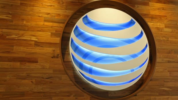 AT&T Is a Top Dividend Stock for 2015: Dave Peltier