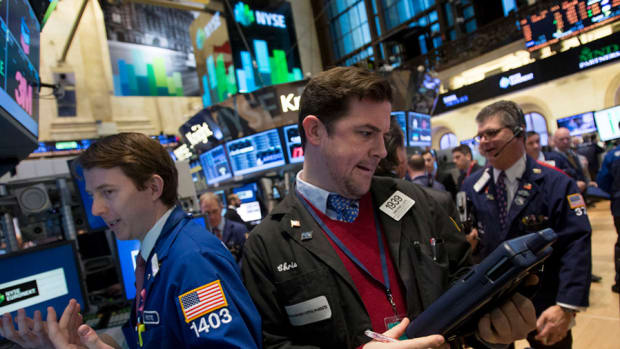 Stocks Lower As Traders Await Fed Minutes, Jobs Report