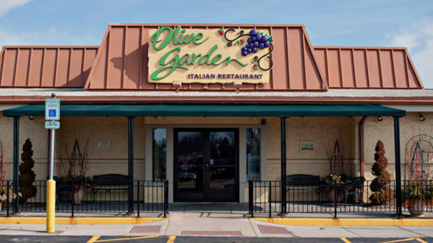 5 Earnings Short-Squeeze Plays: Darden Restaurants and More