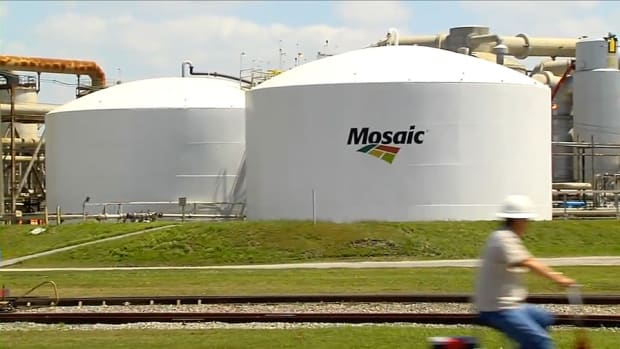 Mosaic's Profit Plunges 43% but Analyst Sees Potential Ahead