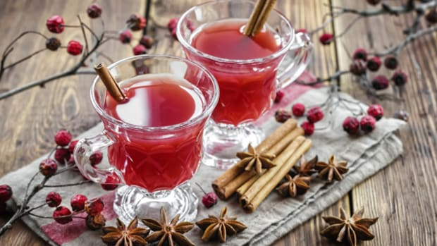 10 Best Cocktails to Try This Season to Savor the Holidays