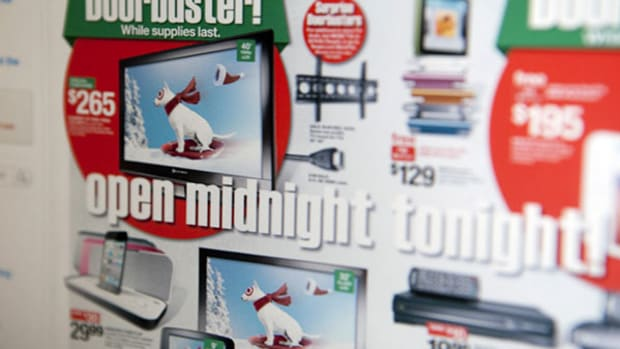 Shopping on Black Friday vs. Cyber Monday: Which Day Has the Hotter Deals?