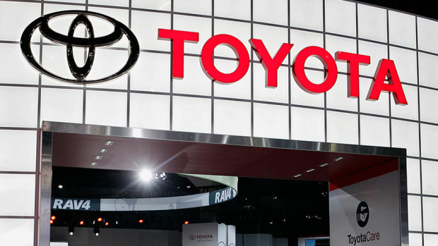 Toyota Poised for Big 2014 Due to Weak Yen, New Models