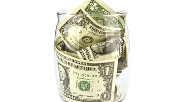 Avoid Holiday Debt By Sticking to Strict Budget, Finding Cash