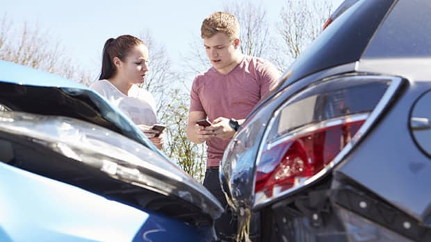 How to Choose an Emergency Card for Your Teen