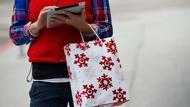 It's Cash Over Mobile Payments This Holiday Season - And By a Wide Margin