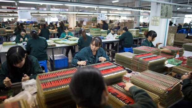 China's Imports Plunge in New Sign of Economic Weakness