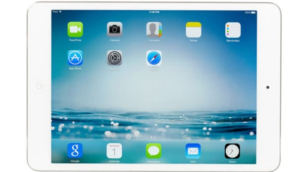 Apple, Caterpillar, Comcast: Doug Kass' Views