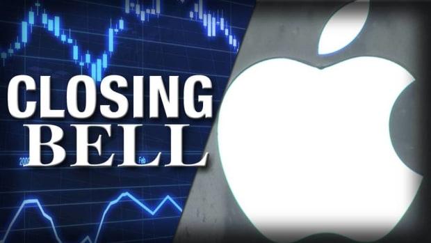 Closing Bell: Apple Falls Ahead of Earnings; Fed Meeting Looms
