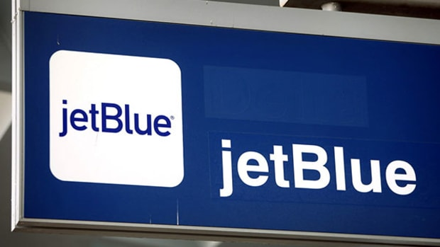 JetBlue Gets a Downgrade Along With Kudos for Capacity Growth Cuts