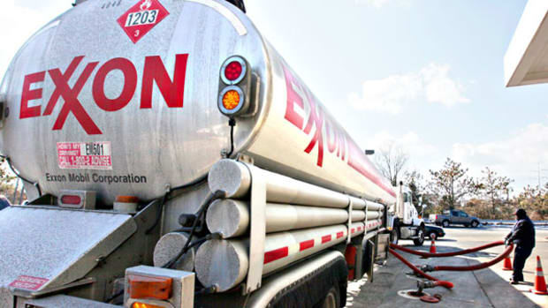 Stay Away From Exxon Mobil Stock Ahead of Fourth-Quarter Earnings