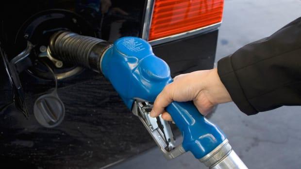 Gas Prices Continue to Fall Despite Rise in Crude Oil Prices