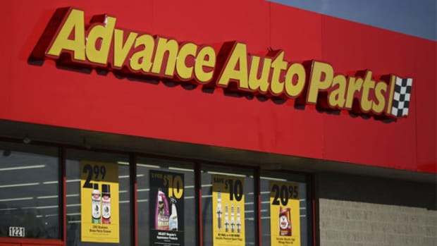 Here's How Walmart Could Hurt Amazon - Buy a 5,000-Store Auto Parts Retailer