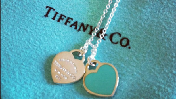 Tiffany Hit by Lackluster Results as Stocks Bounce Back at Open