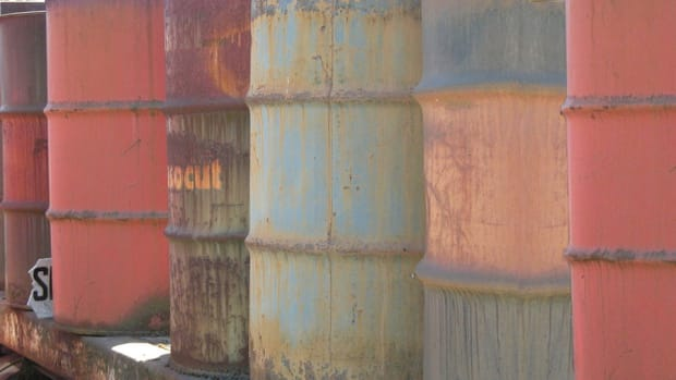 Oil Pushes Higher as Talks Break Down in Greece; U.S. Ports in Focus