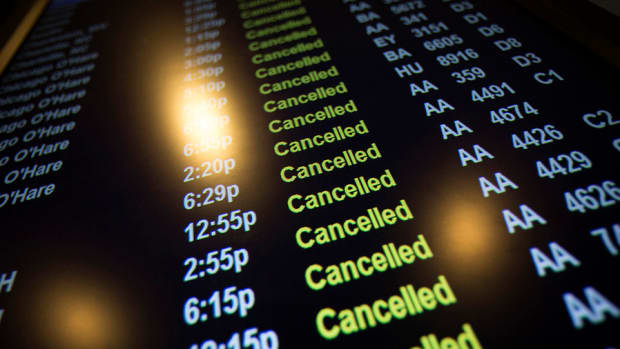Airlines Cancel Thousands of Flights due to Monster Snowstorm