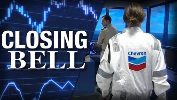 Chevron, Exxon Boost Dow; Crude Oil Closes at Five-Week High