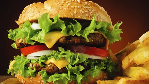 What to Expect When Red Robin Gourmet Burgers (RRGB) Posts Q1 Results