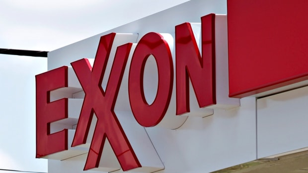 Chevron & Exxon Fail to Join Crude's Rally as Stocks Slip for 4th Day