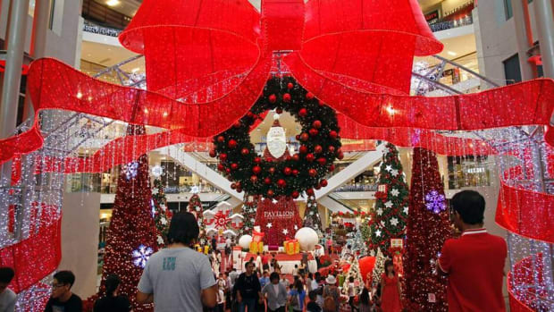 Holiday Shopping Budget: What Are You Buying and for How Much?