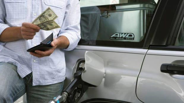 Gas Prices Continue to Fall; Cheapest in Charleston, Highest in LA