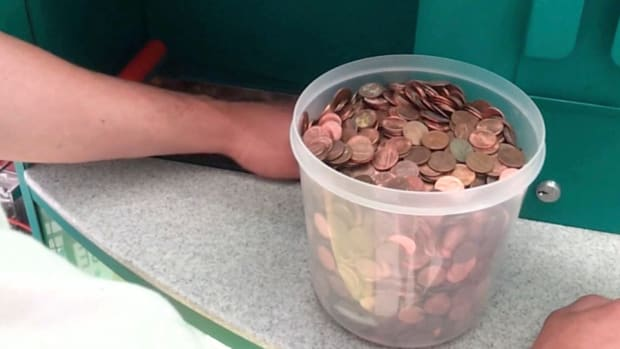 Spare Change Weighing You Down? Here's How to Turn Your Coins Into Cash for Free