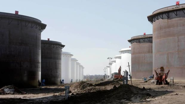 Crude Oil Prices Retreat Back to 11-Year Lows on Supply Worries
