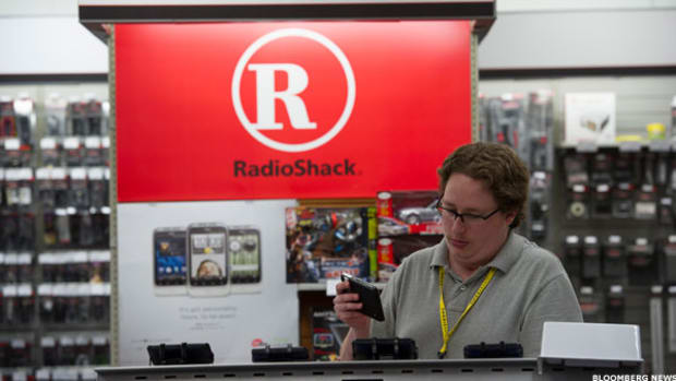 RadioShack's Earnings Miss Sees Sales Ebbing at Its Tired Stores