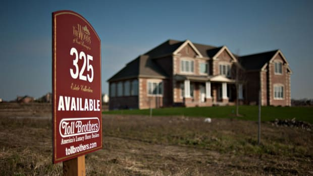 Toll Brothers' Impressive Quarterly Results Mask an Overvalued Foundation