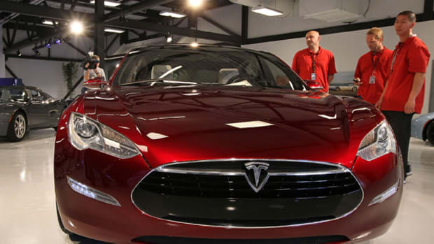 Apple Would Be Nuts to Buy Tesla, However ...