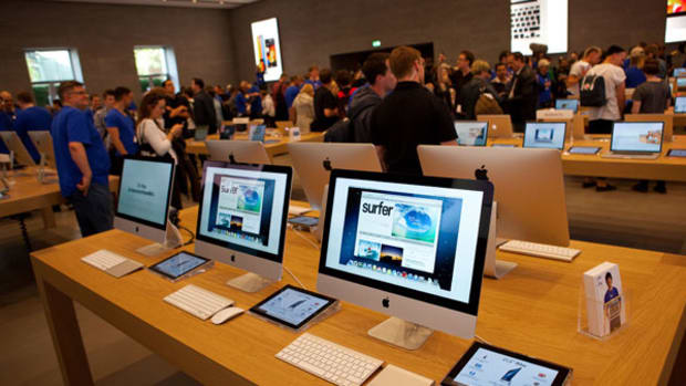 iPhones Change but Apple Stores Have Remained the Same Since 2001