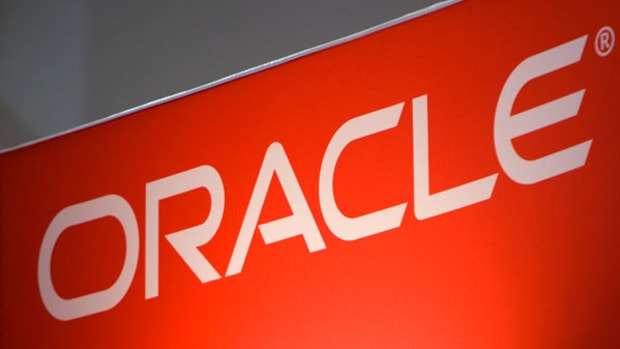 Oracle Shares Gain on Winning Cloud Strategy
