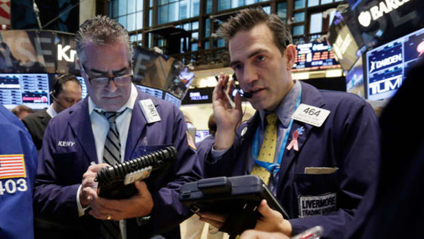 Market Hustle: Futures Remain Lower on Weaker GDP Reading