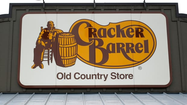Cracker Barrel Investor Calls for Sale; Darden Restaurants Spins Off Red Lobster