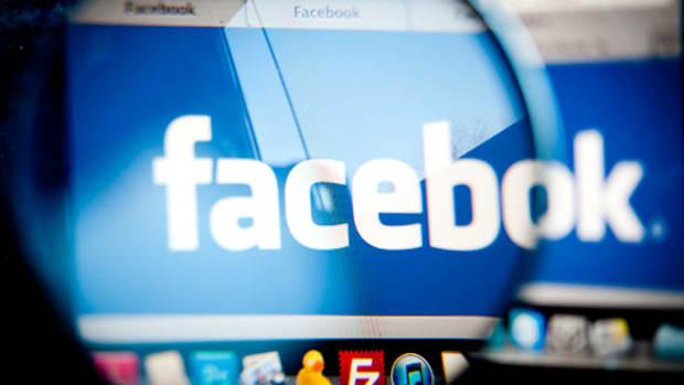 Facebook Shares Rise as First-Quarter Ad Revenue Tops Expectations